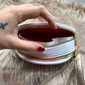 Stephanie Johnson Bags - NEW Stephanie Johnson Luna Circle Crossbody Bag